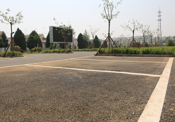牛栏山镇建成生态停车场