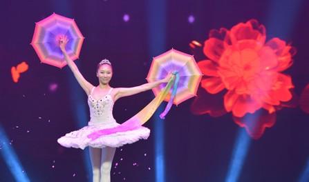 中国魔术师马妍妍表演《梦幻芭蕾》
