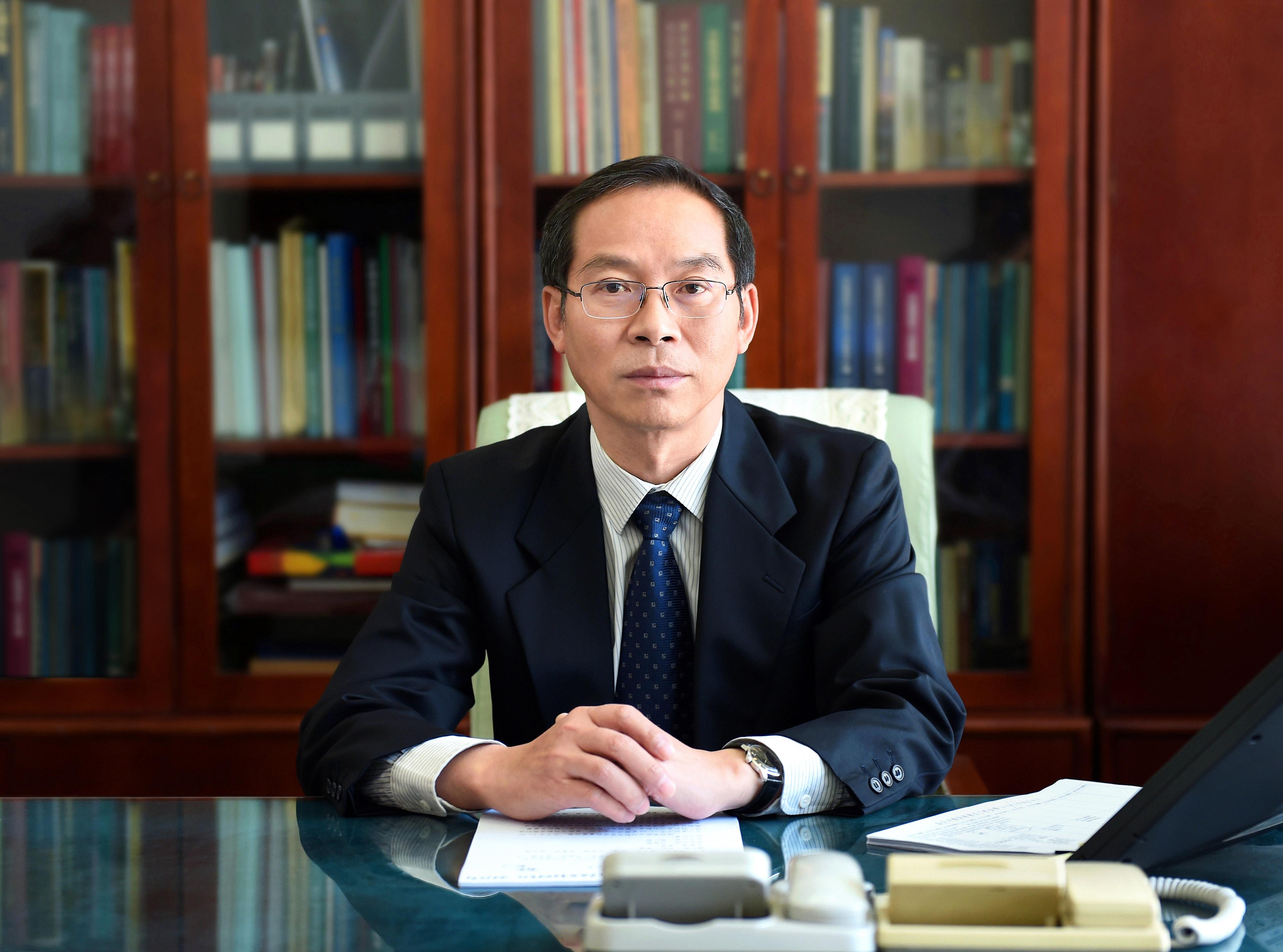 首鋼集團黨委書記、董事長:張功焰