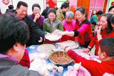兩場社區餃子宴 溫暖鄰裏聚人心