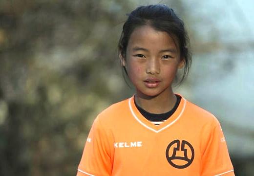 短視頻:奔跑吧!遠行的足球女孩