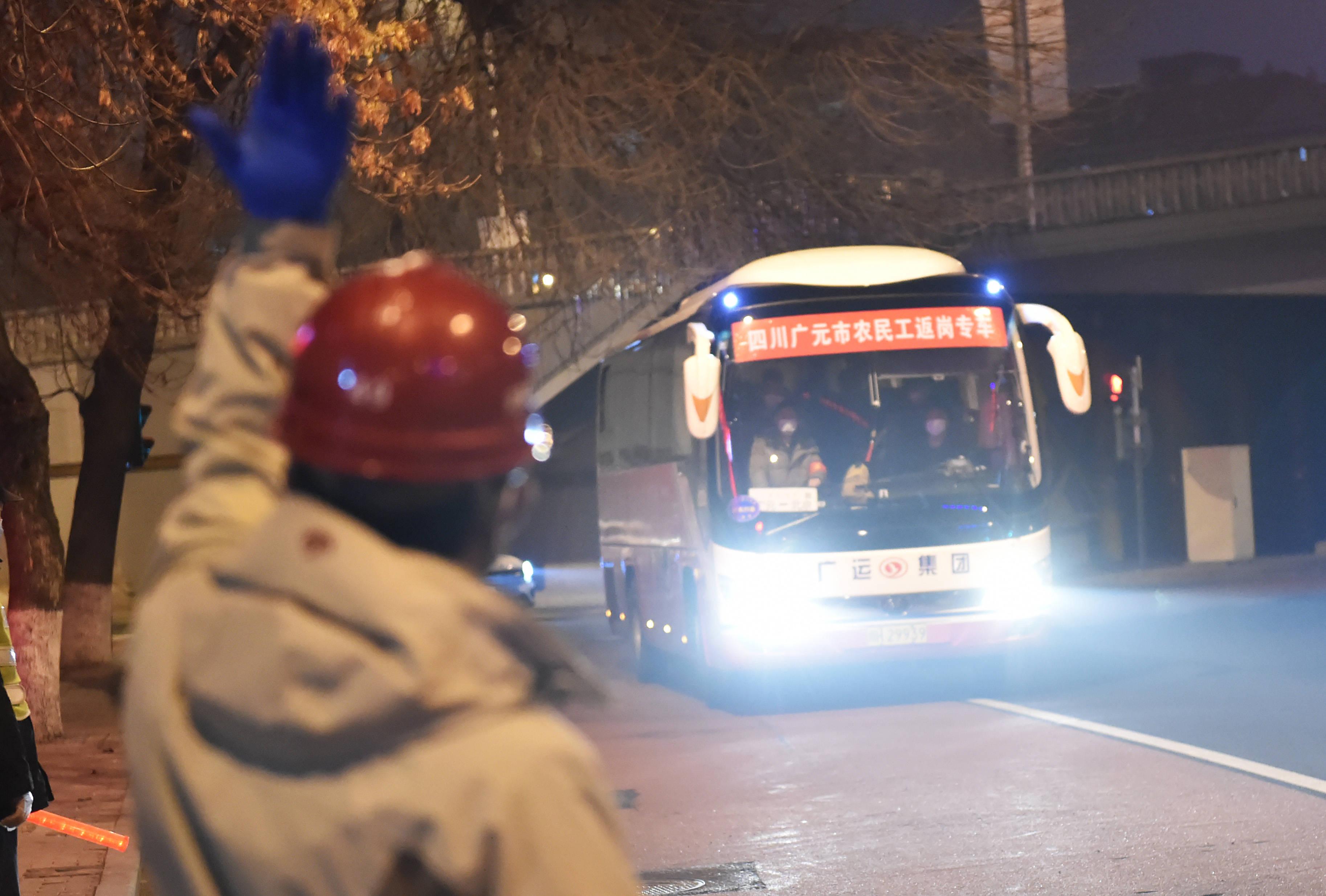 北京:專車接回地鐵建設工人