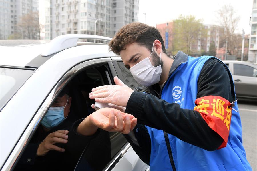 北京海淀:值守崗位的外籍志願者