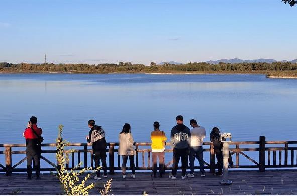 北京延慶:假日忘情山水間
