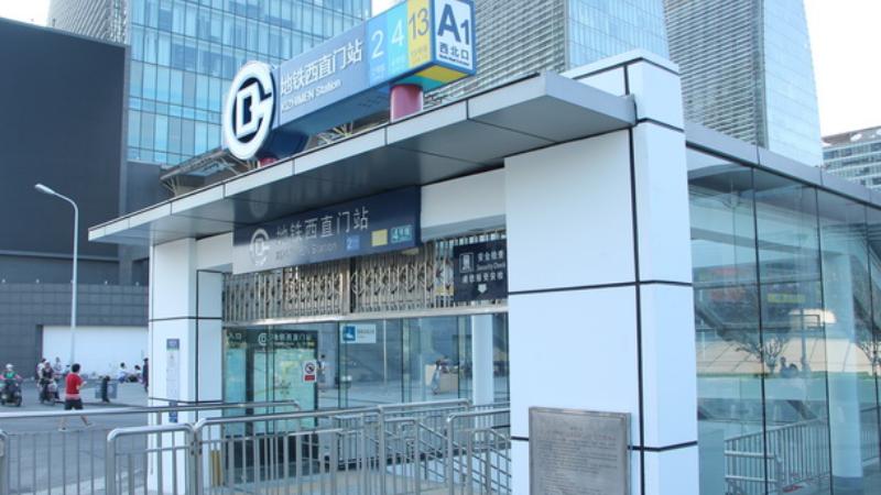 地鐵西直門站74級換乘臺階 乘客盼下行扶梯常開
