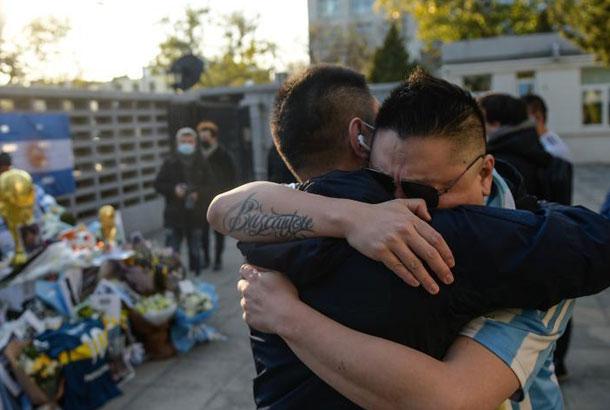 北京:球迷悼念馬拉多納