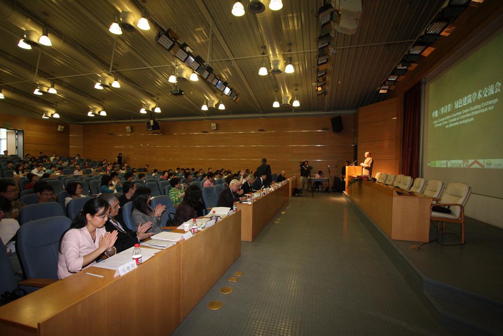 北京市建筑设计研究院(简称BIAD),是与共和国同龄的大型国有建筑设计咨询机构。业务范围包括:城市规划、投资策划、大型公共建筑设计、民用建筑设计、室内装饰设计、园林景观设计、建筑智能化系统工程设计、工程概预算编制、工程监理、工程总承包等领域。    伴随着新中国的社会发展,BIAD在首都北京完成了许多重大项目的设计作品。如50年代象征新中国形象的人民大会堂、国家博物馆、民族文化宫、工人体育场;60~70年代体现我国自主科技实力的北京工人体育馆、首都体育馆和北京饭店工程;80年代体现改革开放的中国国际展